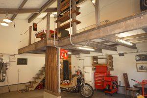 インダストリアルバイクガレージ