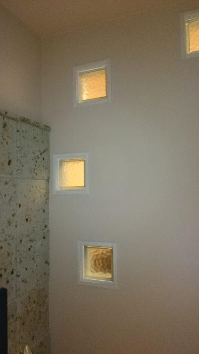 おしゃれなインテリア大谷石とブロックガラス